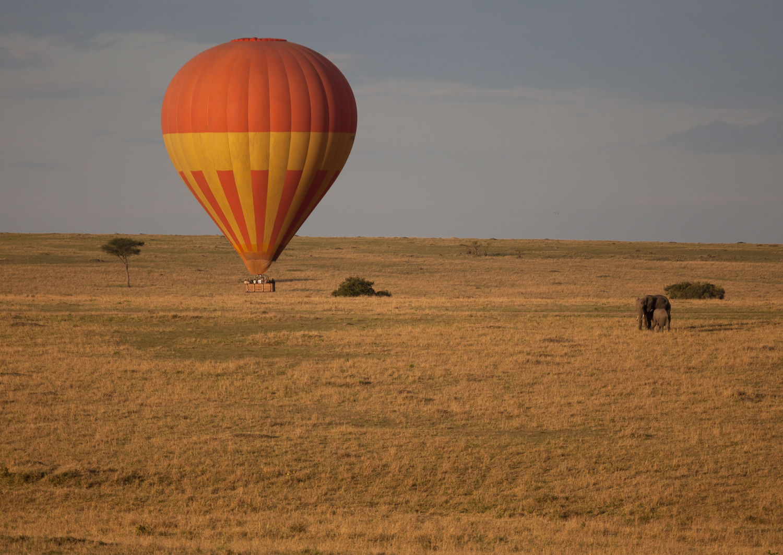 Hot_air_ballon_safari_Maasai_Mara_National_Reserve_Kenya